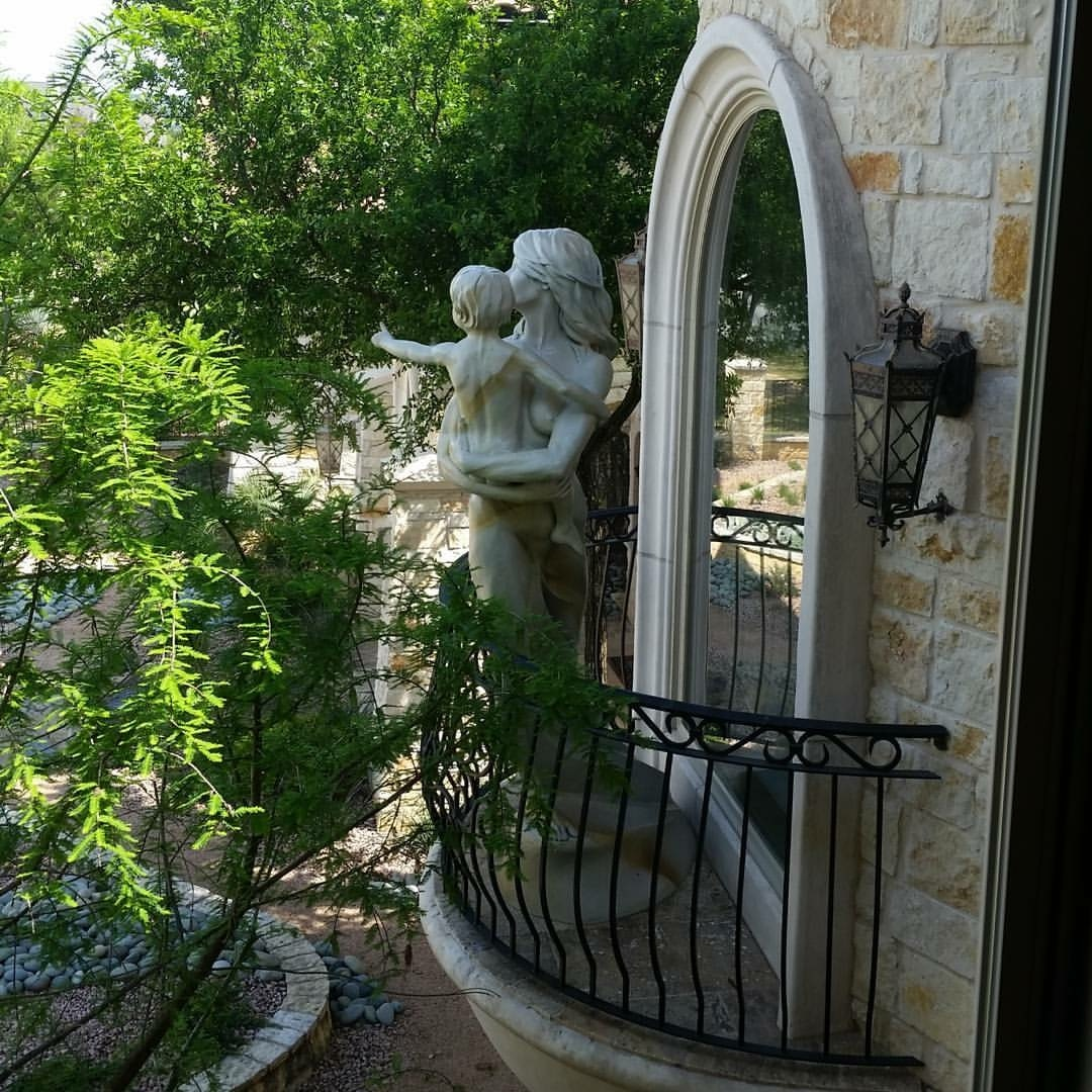 On our trip to Boerne, Texas we installed a sculpture at a client's home. This ideal placement just happened to work out beyond comprehension - we knew Denny Haskew's mother and child sculpture